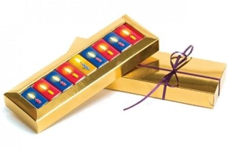 שוקולדים נפוליטנים ממותגים במארז חנוכייה