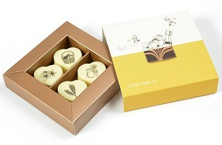 מארז שוקולד ממותג לשבועות - 4 פרליני שוקולד לבן
