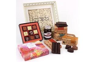 מארז שי לפסח - מגש מצות מעוצב, חרוסת ושוקולדים