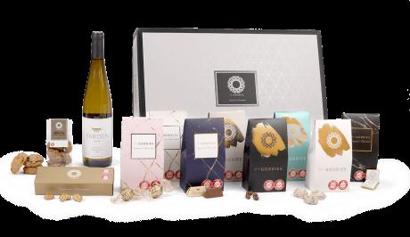 חבילת שי - יין לבן ירדן, קשיו עטוף שוקולד ופרלינים
