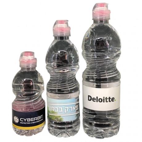 בקבוק מים מינרליים ממותג