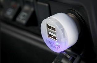 מטען USB לרכב