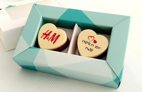 זוג פרלינים משוקולד בלגי במארז מתנה ליום האישה