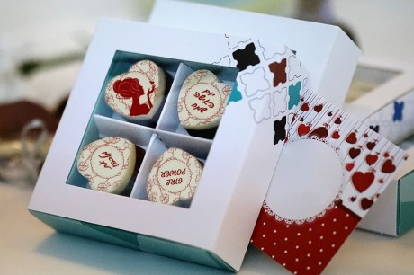 4 פרלינים משוקולד בלגי במארז מתנה ליום האישה