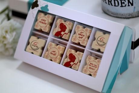 8 פרלינים משוקולד בלגי במארז מתנה ליום האישה