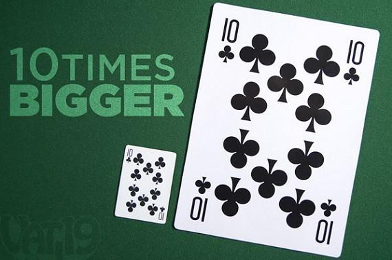 קלפי משחק ענקיים בגודל פי עשר מקלפי משחק רגילים