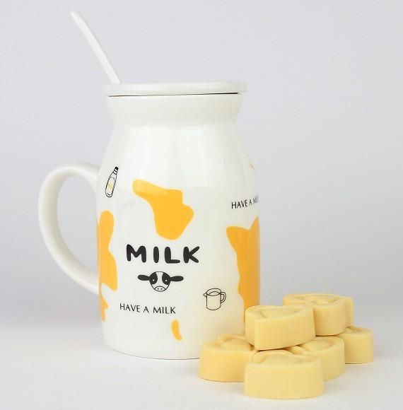 מארז שי - קנקן חלב ולבבות שוקולד לבן