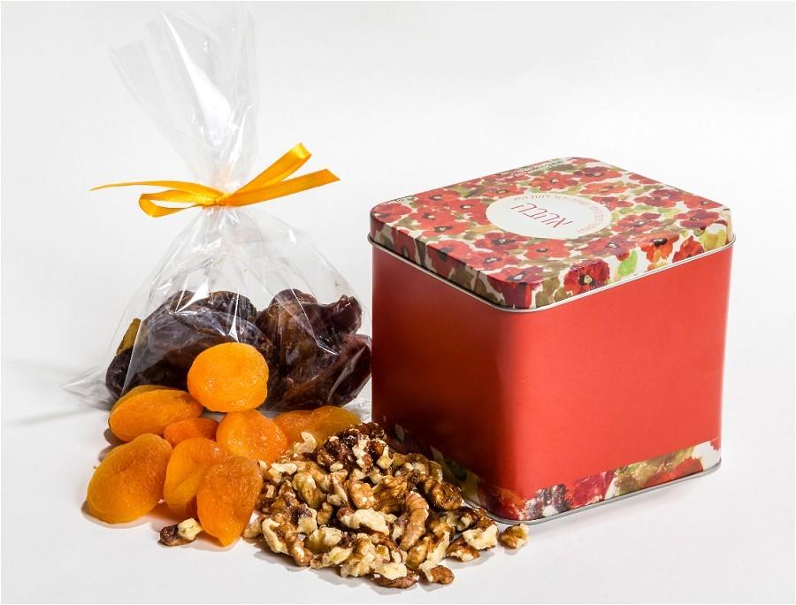 מארז טו בשבט - 500 גרם פירות יבשים בקופסת מתכת מאויירת